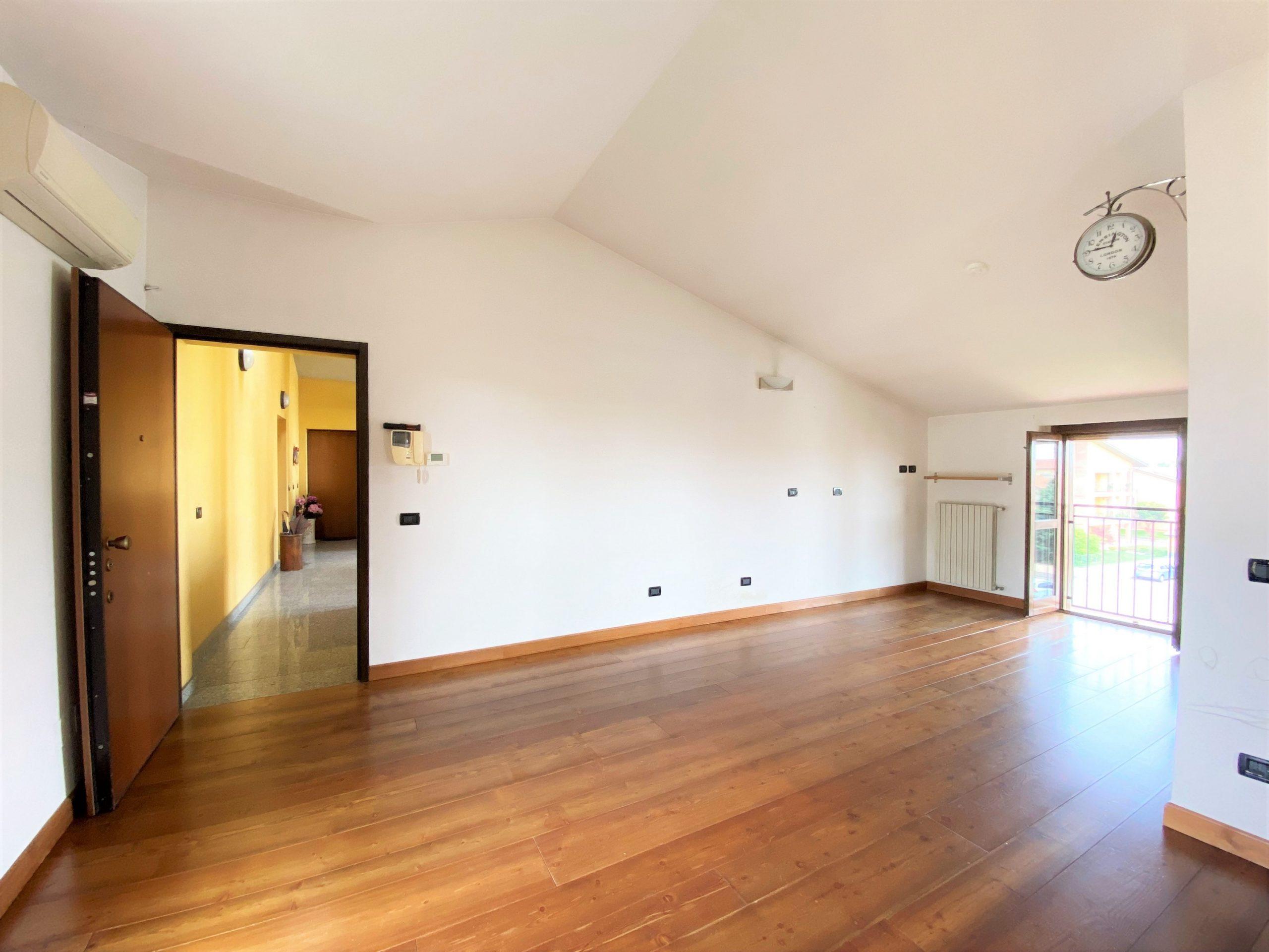 Casorate Primo (PV) – Appartamento trilocale secondo piano con ascensore
